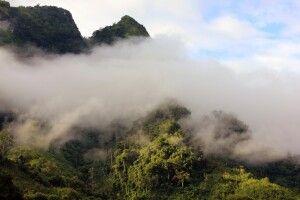 Mystische Stimmung in den Bergen von Nordlaos am Nam Ou
