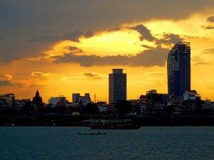 Sonnenuntergang über dem Zentrum Phnom Penhs