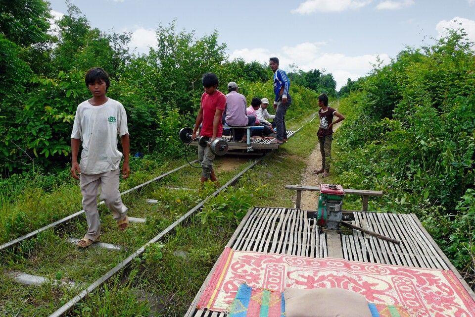 Unterwegs mit dem Bambuszug bei Battambang