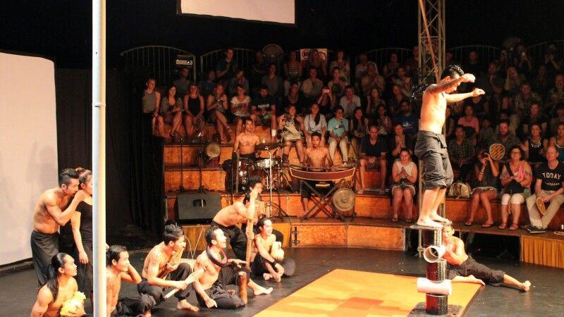 Zu Gast im Zirkus Phare in Siem Reap © Diamir