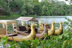 Kong Kear Boote im Wassergraben