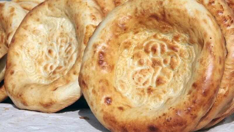 Duftendes Brot - man sagt, es ist das Nahrungsmittel, welches die Usbeken außerhalb des Landes am meisten vermissen © Diamir