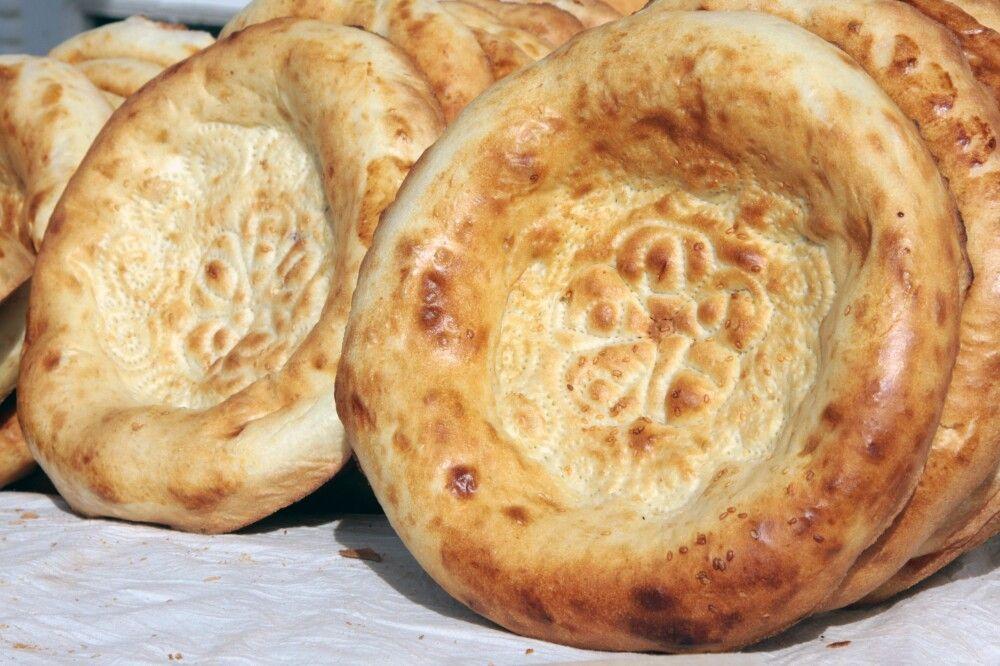 Essen usbekisches Fladenbrot (Pide)