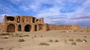 Karavanserei in der Wüste