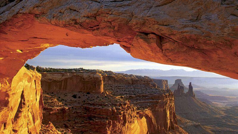 Der berühmte Mesa Arch im Canyonlands NP © Diamir