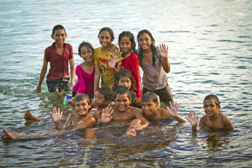 Kinder im Meer vo Vavau