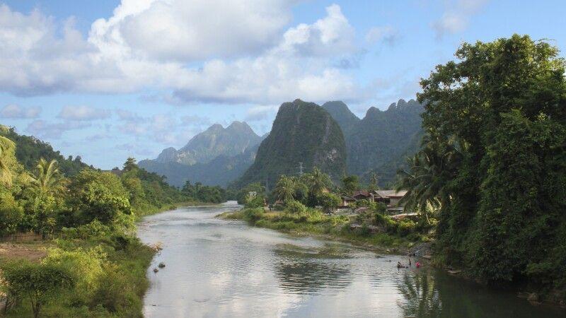 Karstberge bei Vang Vieng © Diamir