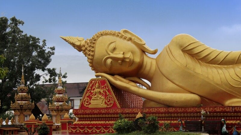 Großer liegender Buddha in Vientiane © Diamir
