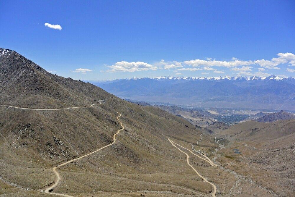 Nordseite Khardung La (5360m), Blick auf Leh und Stok Kangri