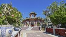 Blick auf die wunderschöne Phuoc- Kien-Pagode in Hoi An