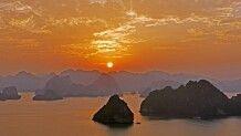 Sonnenuntergang in der Halongbucht