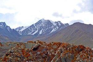 Blick auf Stok Kangri von Berg oberhalb Mankarmo