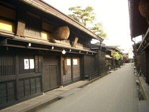 Eine traditionelle Straße in Takayama