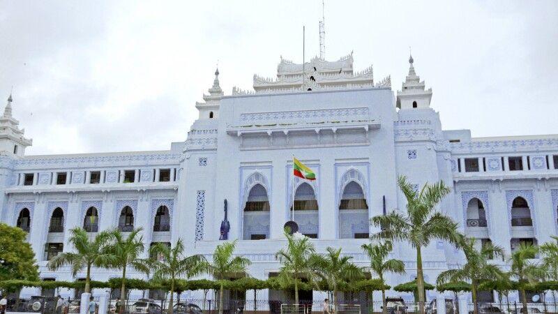 Das Rathaus von Yangon in Myanmar © Diamir