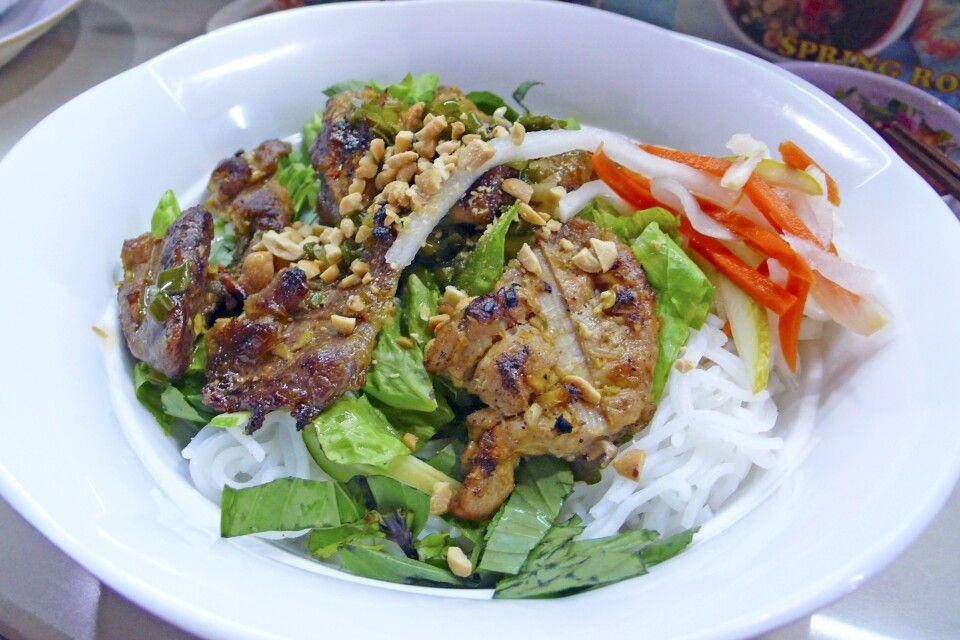 Bun Thit – Reisnudeln mit gegrilltem Fleisch