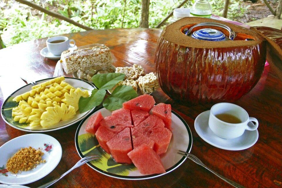 Beim Besuch einer Obstpantage im Mekongdelta