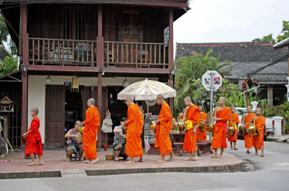Almosengang der Mönche am Morgen