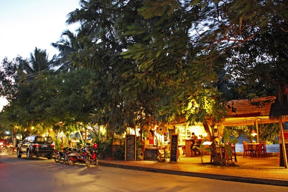 Blaue Stunde am Mekong
