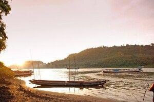 Idyllische Abendstimmung am Ufer des Mekong