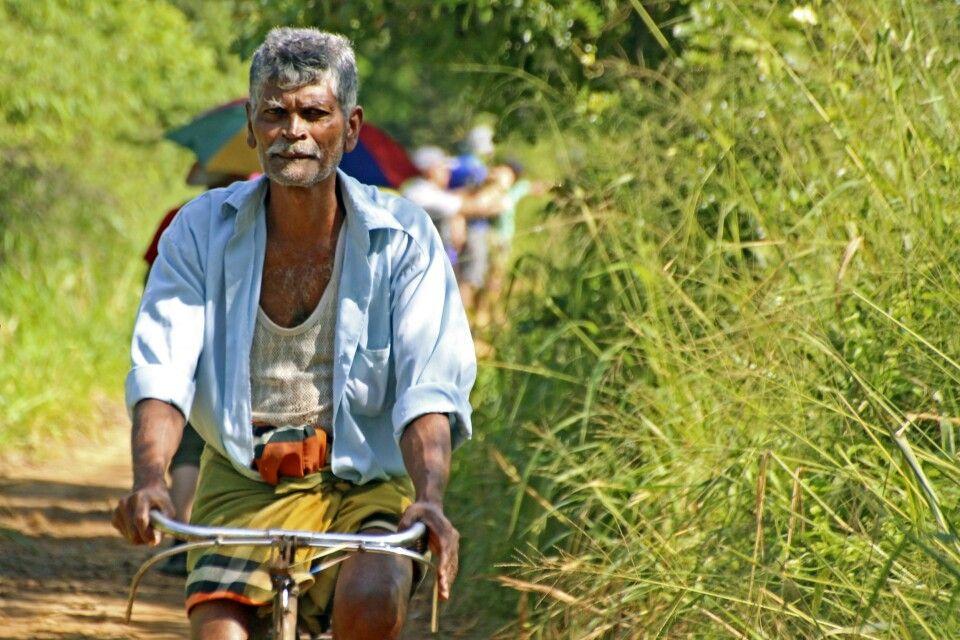 Alter Mann auf dem Fahrrad Sigiriya, Sri Lanka