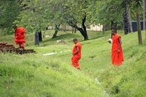 Mönche in Anuradhapura