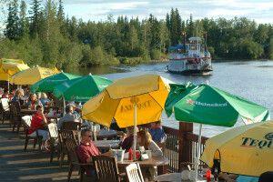 Café an der Hafenfront