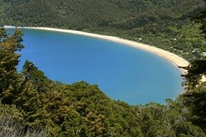 Weitblick dem Abel Tasman Coastal Track. Nordwestspitze der Südinsel