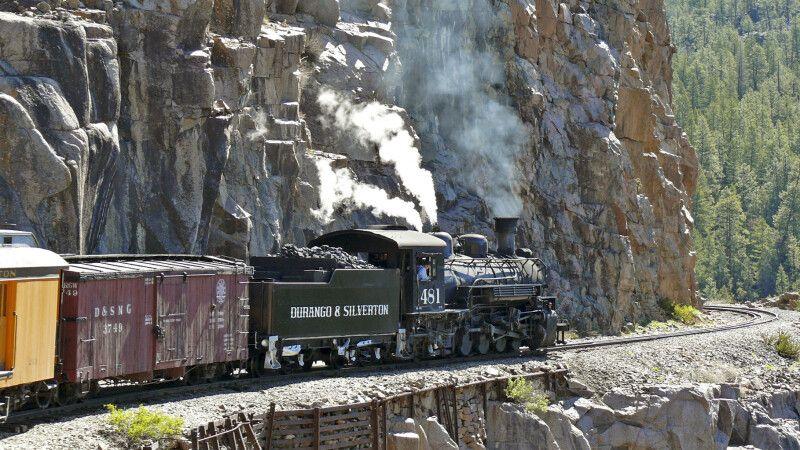 Die seit 1882 aktive Schmalspur-Dampfeisenbahn © Diamir