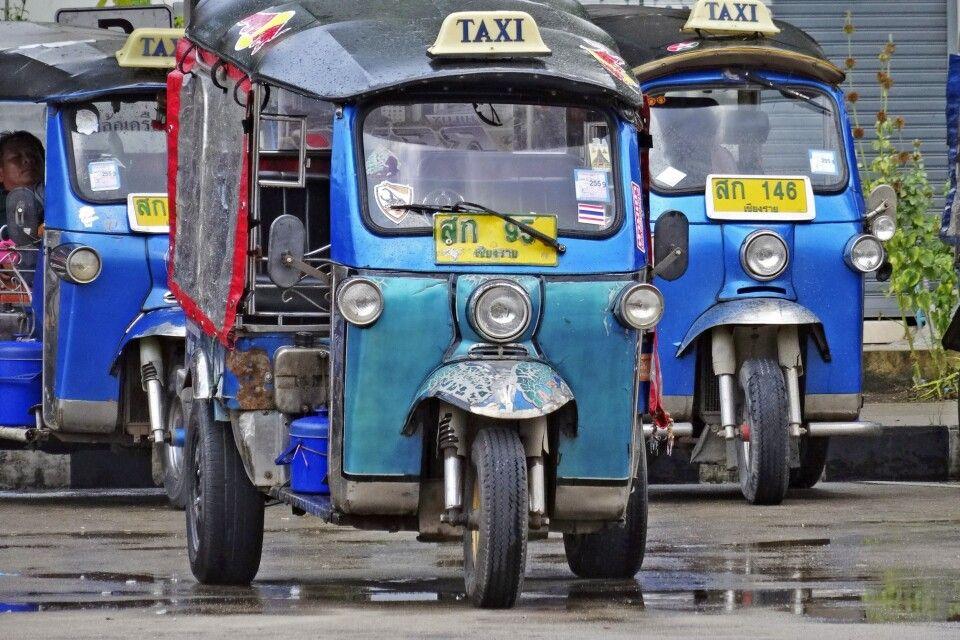 Tuk-Tuks in den Straßen Bangkoks