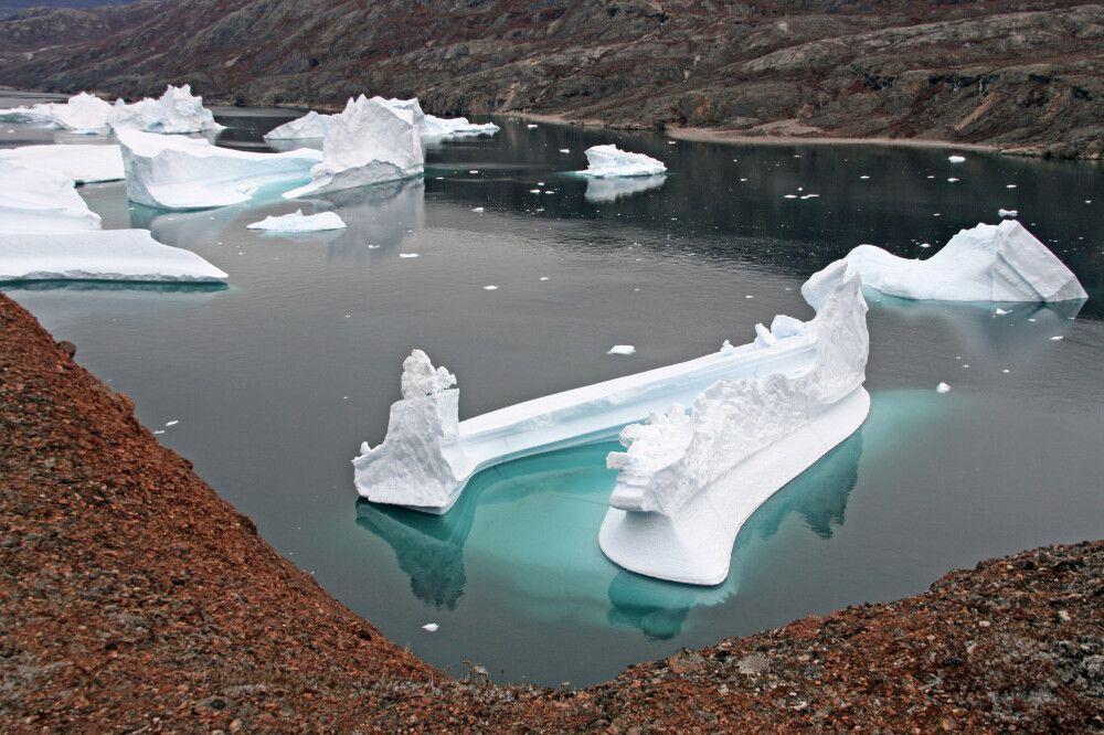 Blick auf fantastische Eisberge im Eisberg-Friedhof