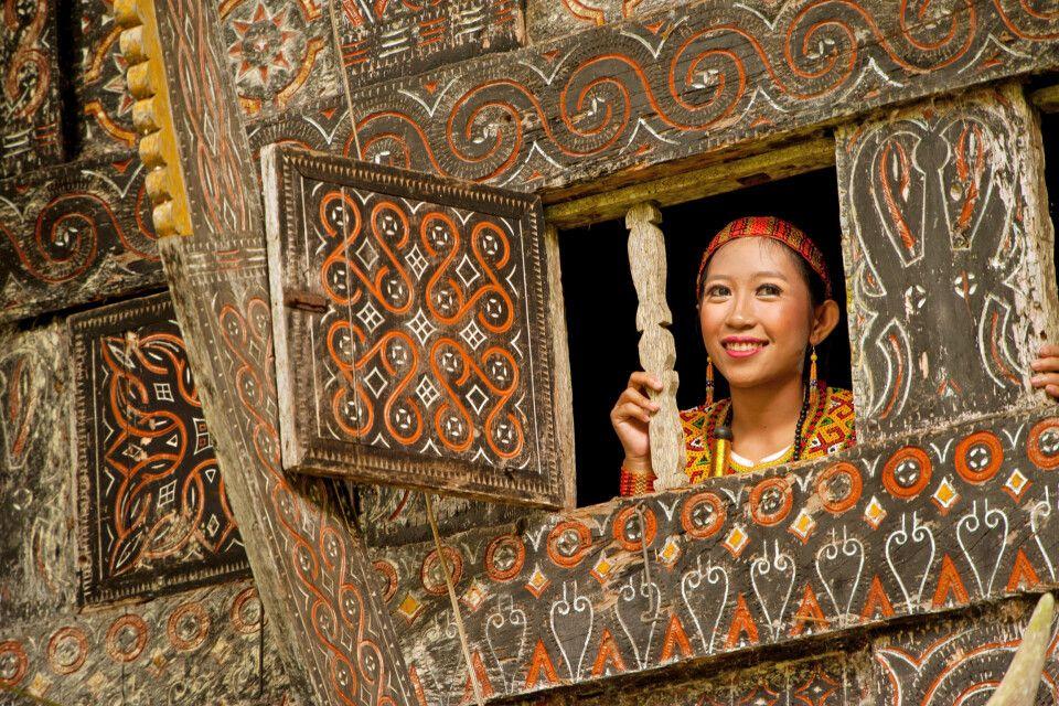 Frau in Tongkonan