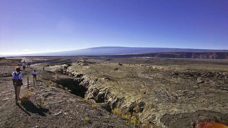 Lavawanderung im Volcanoes-NP © Diamir