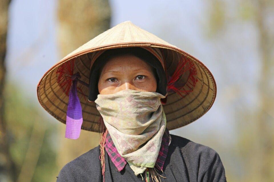 Vietnamesin im Straßenbau im Norden des Landes