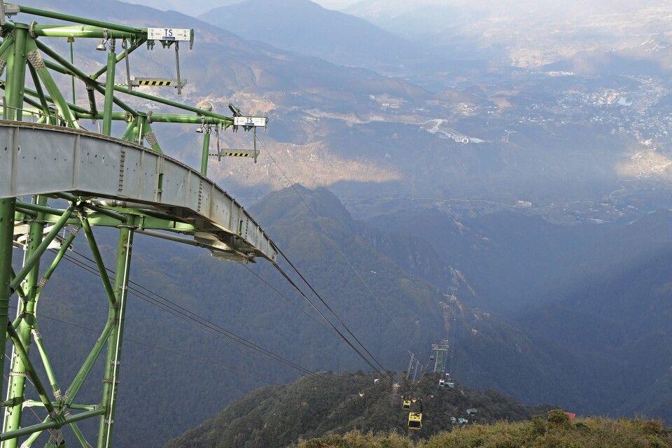 Blick ins Tal der Bergbahn am Fansipan