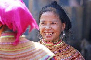 Portrait eine Frau der Ethnie der Blumen Hmong