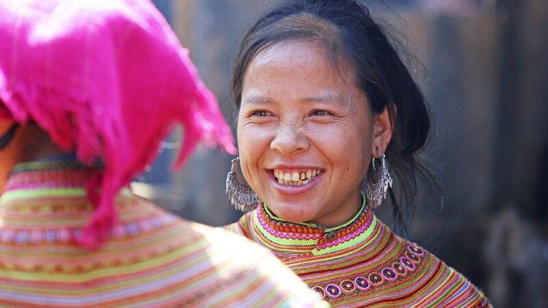 Portrait eine Frau der Ethnie der Blumen-H'mong © Diamir