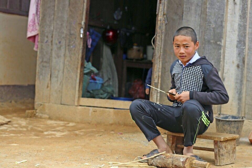 Begegnung in einem Bergdorf im Norden von Laos
