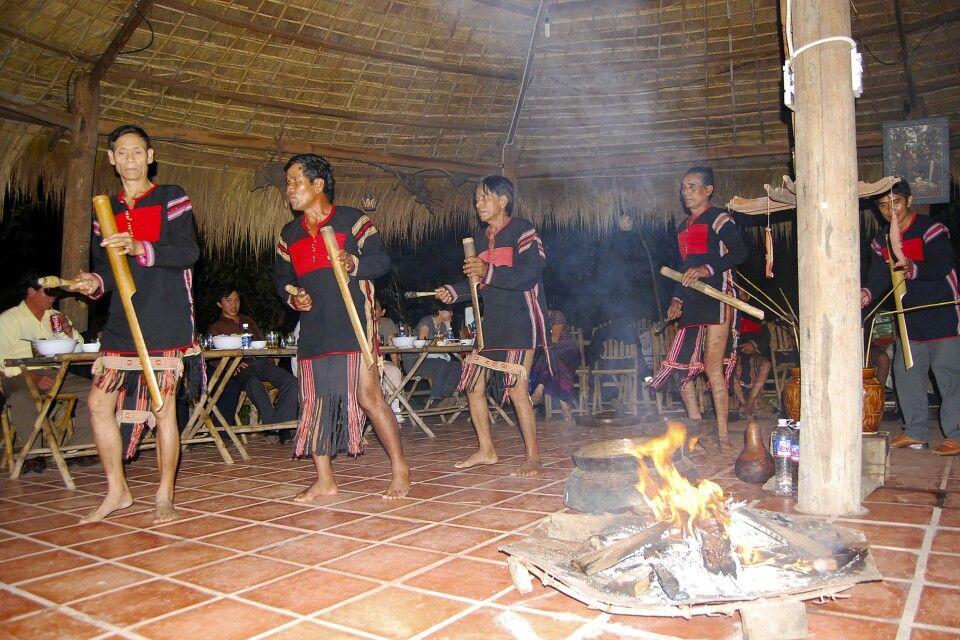 Gong-Vorführung in einem derGemeinschaftshäuser