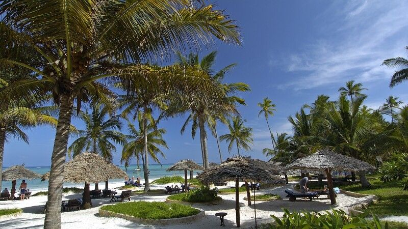 Strand des Breezes Beach Club & Spa, The Zanzibar Collection © Diamir
