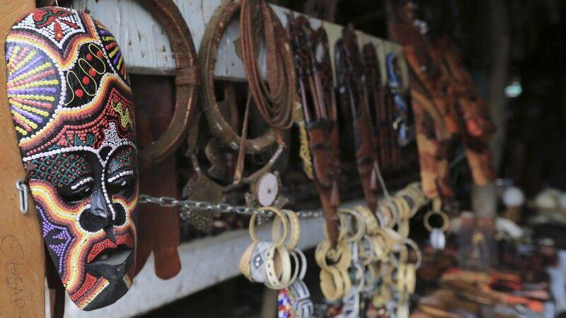 Holz-Schnitz-Markt von Okahandje © Diamir