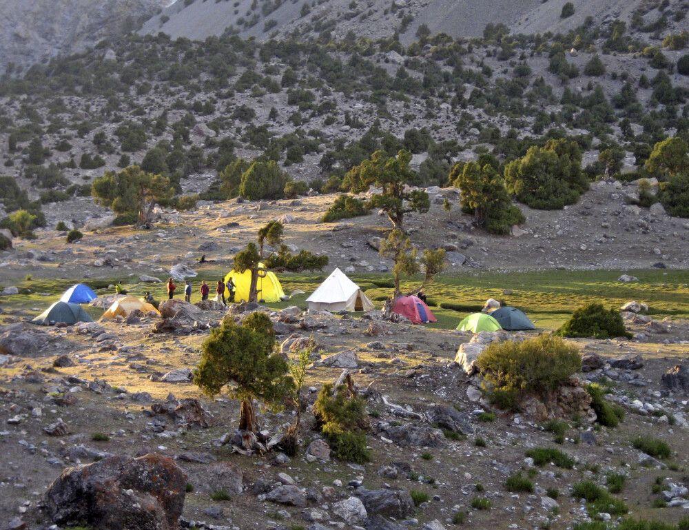 Erstes Camp in malerischer Umgebung, unweit des Kulikalon See