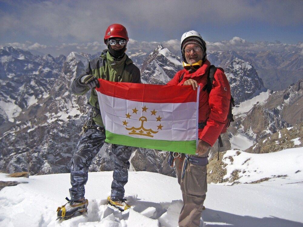 Gipfelsieg – auf dem Pik Energie (5113m)