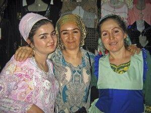 Freundliche Tadschikinnen auf dem Basar