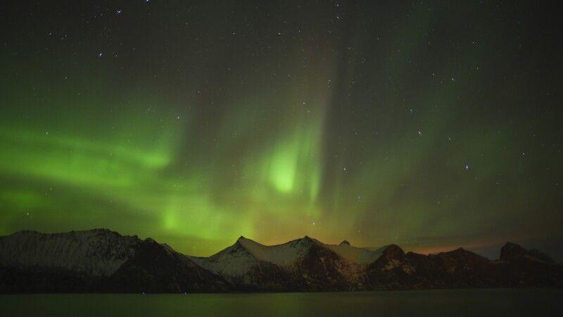 Nordlicht über nächtlichem Norwegen © Diamir