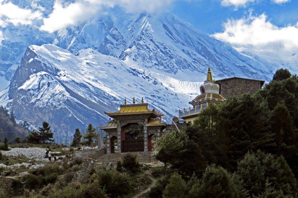 Kloster Lho vor Manaslu