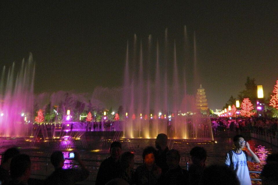 Wasserspiele vor der Wildganspagode in Xian