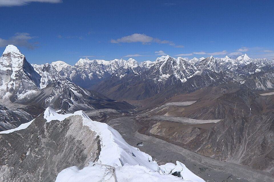Blick vom Island Peak-Gipfel