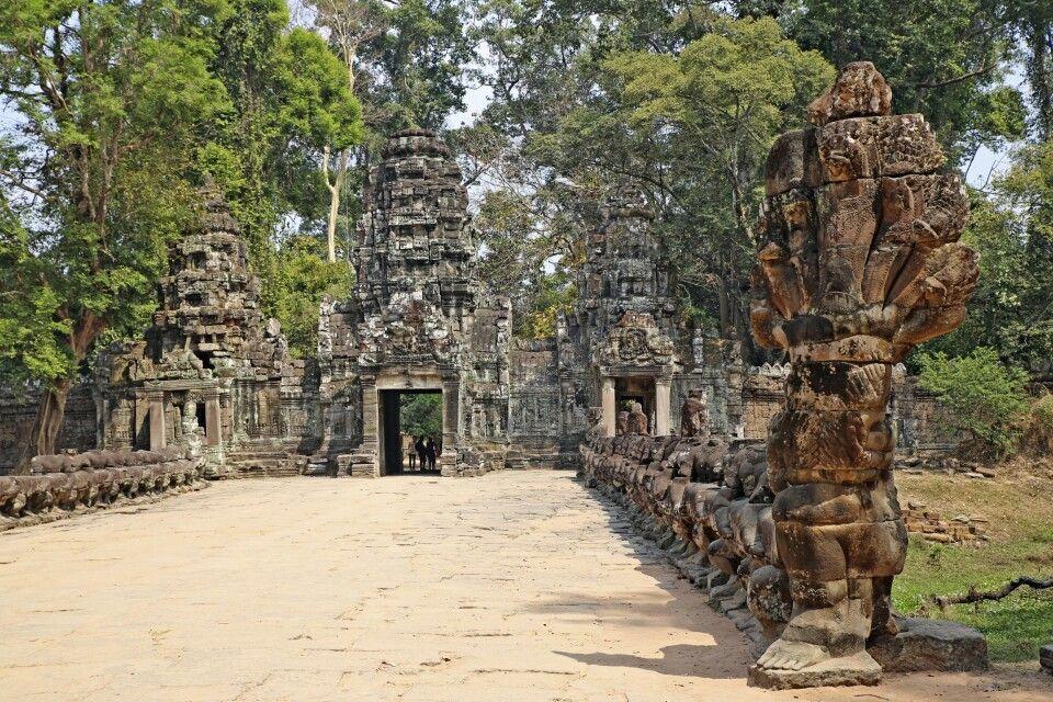 Blick auf das Südtor von Angkor Thom