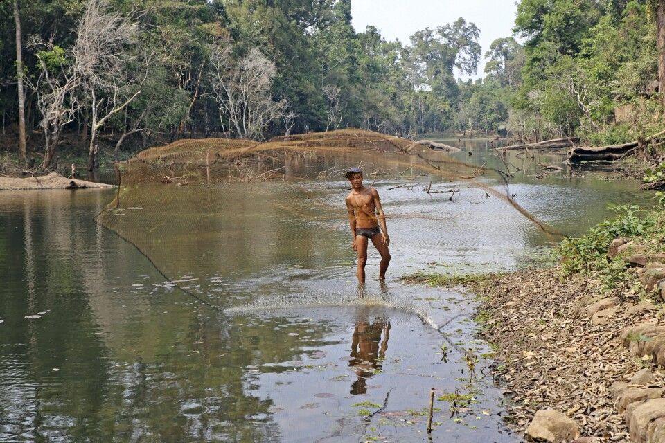 Fischfang in den Bayons von Angkor