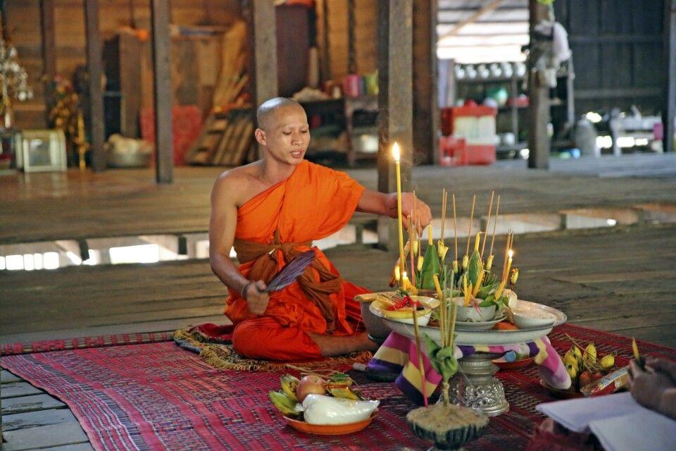 Zeremonie in einem Kloster in Angkor